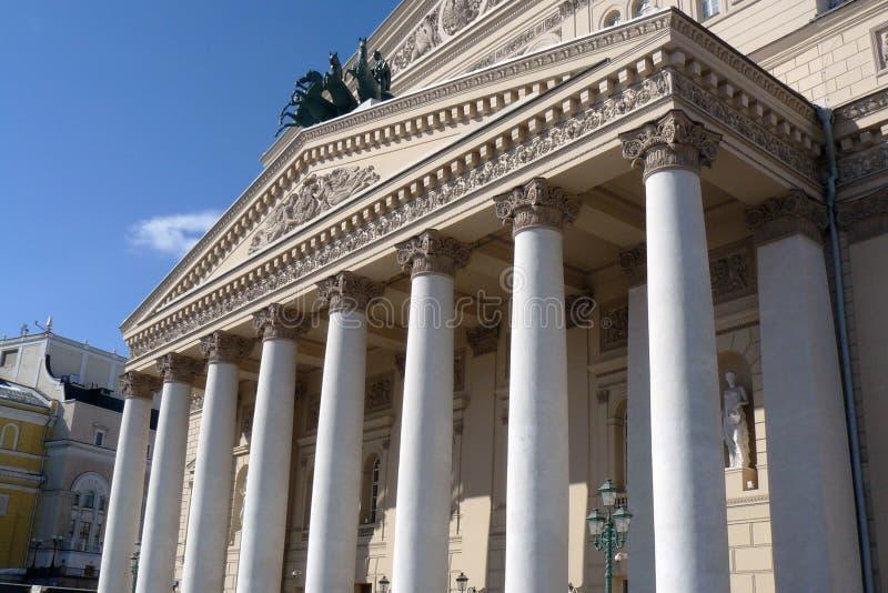 Bolshoy teaterbyggnad i Moscow Hästskulptur royaltyfria bilder