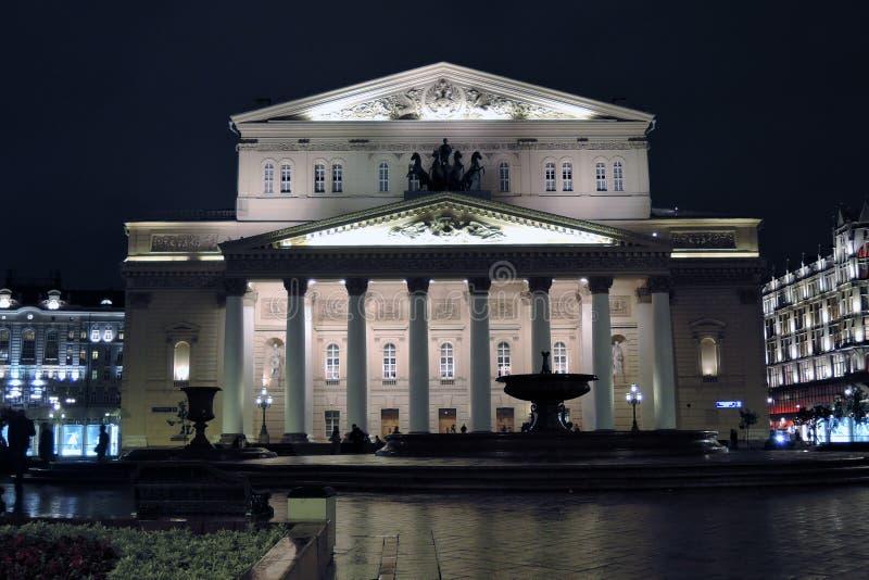 Bolshoy teaterhistorisk byggnad i Moskva förtöjd sikt för nattportship royaltyfri fotografi