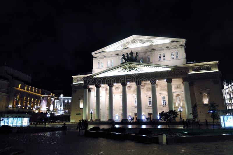 Bolshoy teaterhistorisk byggnad i Moskva förtöjd sikt för nattportship royaltyfri bild