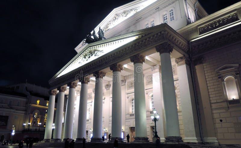Bolshoy teaterhistorisk byggnad i Moskva förtöjd sikt för nattportship royaltyfria foton