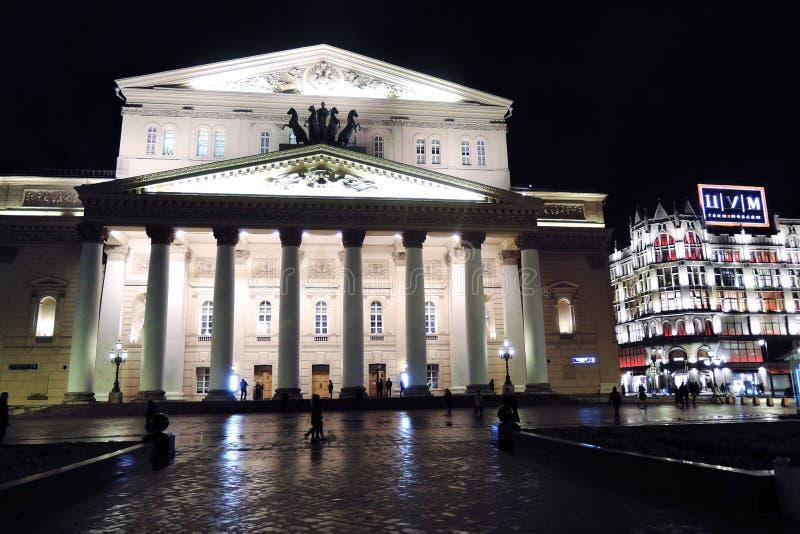 Bolshoy teaterhistorisk byggnad i Moskva förtöjd sikt för nattportship arkivbilder