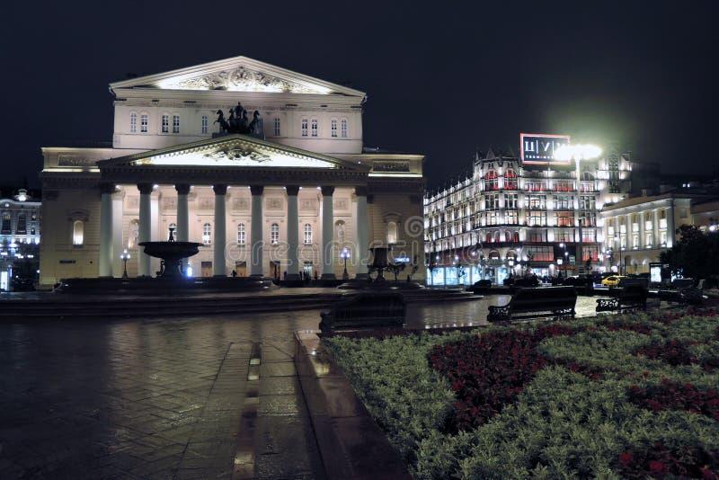 Bolshoy teaterhistorisk byggnad i Moskva förtöjd sikt för nattportship fotografering för bildbyråer