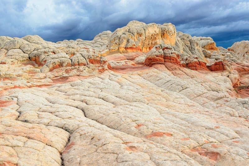Bolsillo blanco de roca de la meseta única de las formaciones, Arizona imagen de archivo
