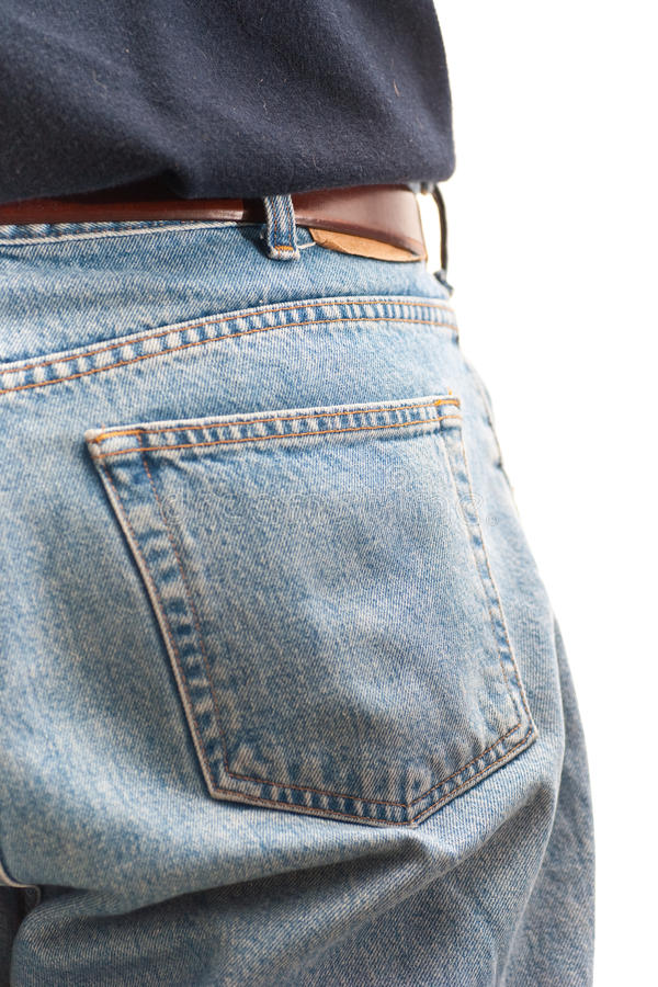 Bolsillo posterior de pantalones vaqueros que desgastan del hombre foto de archivo libre de regalías