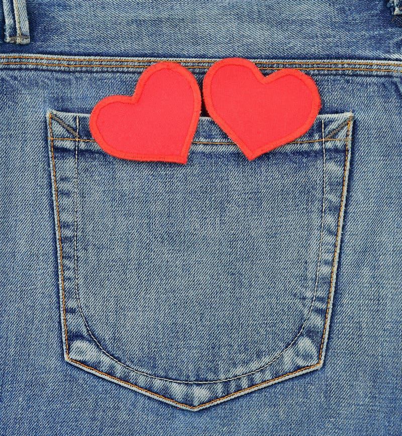 Bolsillo posterior de vaqueros con los corazones imagen de archivo
