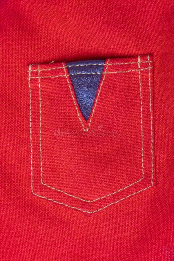 Bolsillo rojo de la materia textil de la lona imagenes de archivo