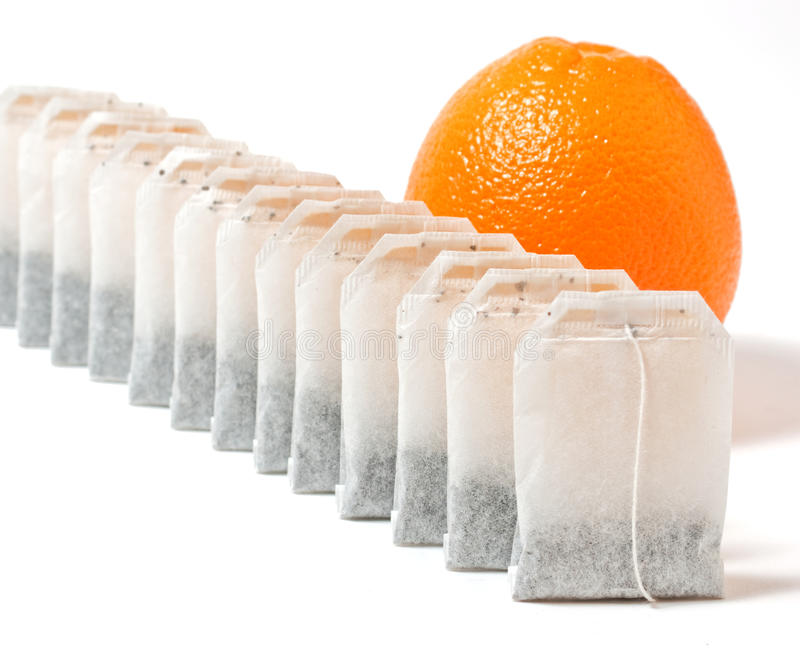 Bolsitas de té y naranja imagen de archivo libre de regalías