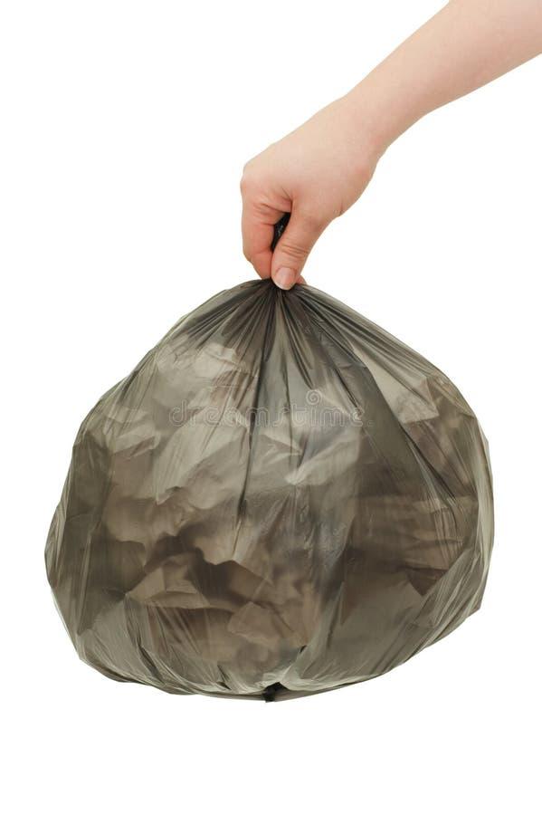 Bolso de basura negro en una mano femenina fotografía de archivo libre de regalías