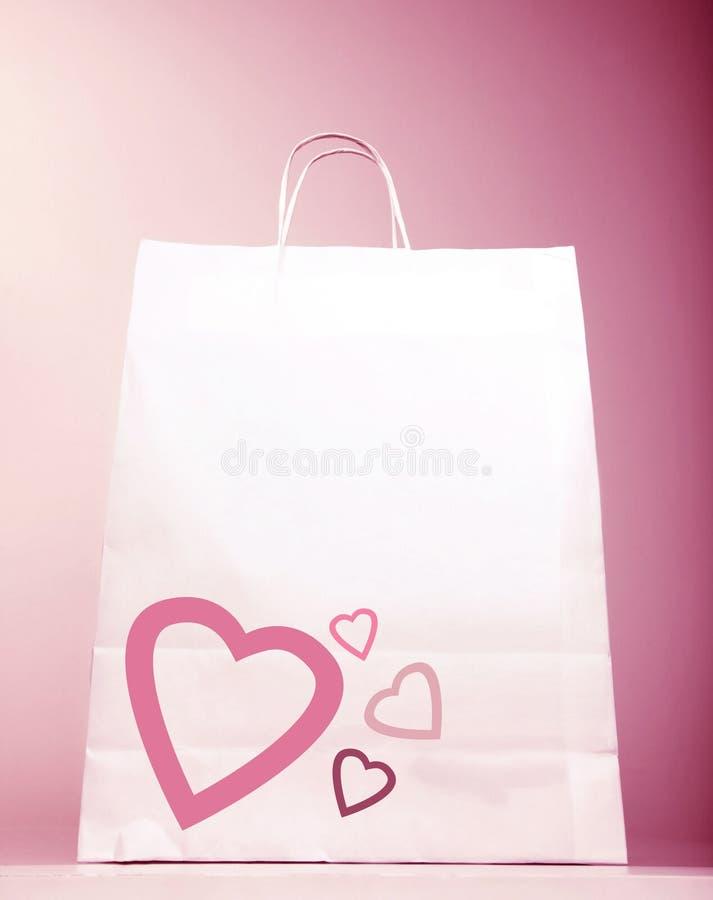 Bolso de compras con el corazón foto de archivo