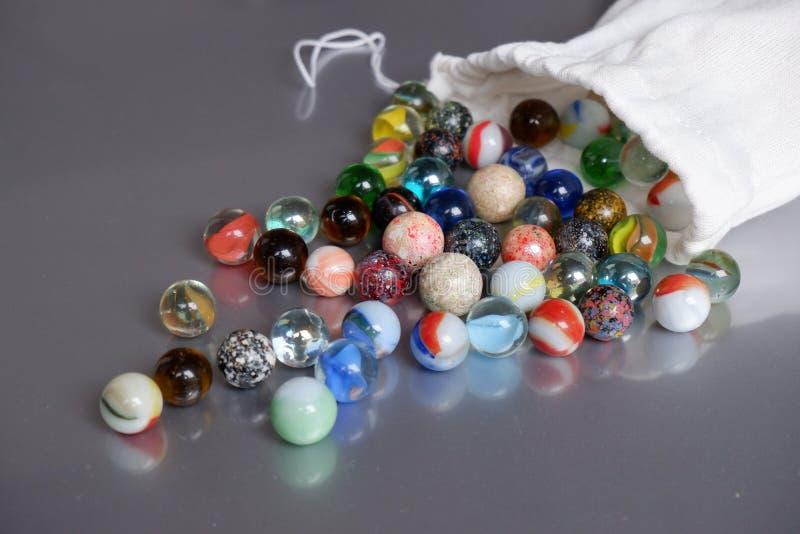 Bolso de lino de las reflexiones coloridas de los taws fotografía de archivo