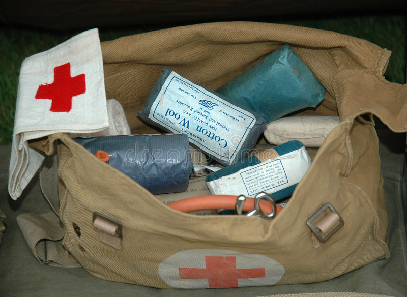 Bolso de los primeros auxilios del ejército de la guerra mundial 2 imagen de archivo