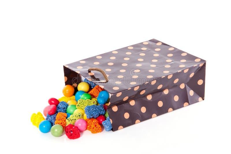 Bolso del caramelo con los dulces mezclados foto de archivo