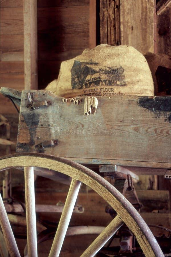 Bolso del grano en carro foto de archivo libre de regalías