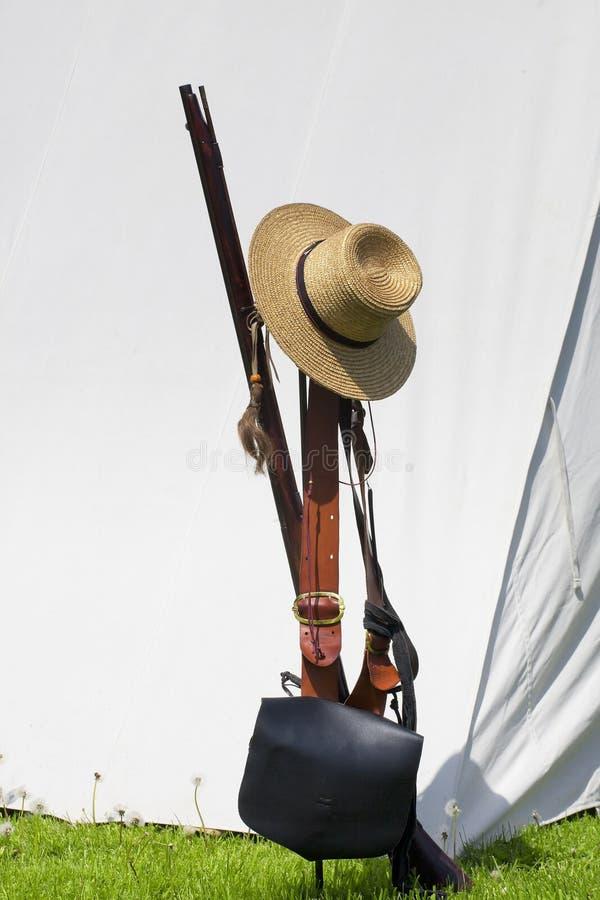 bolso del rifle, de munición del fusil de chispa de los 1800s y sombrero fotografía de archivo