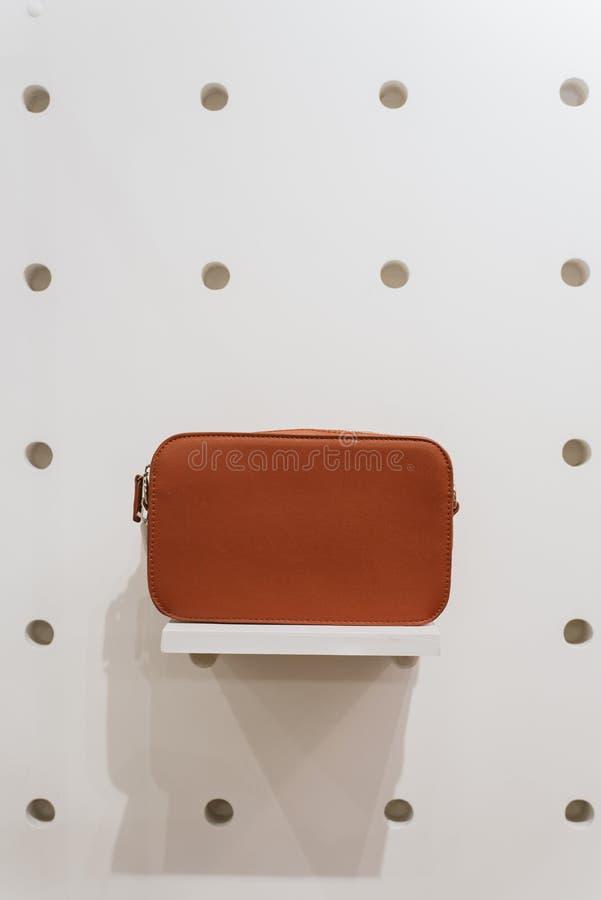 Bolso elegante en un fondo blanco foto de archivo libre de regalías