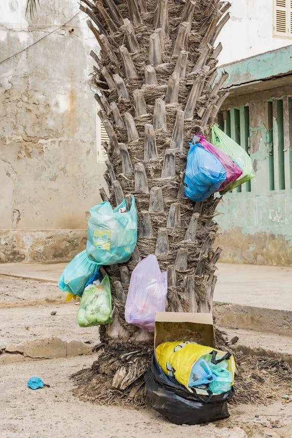 Bolsos de basura plásticos Cabo Verde fotos de archivo libres de regalías