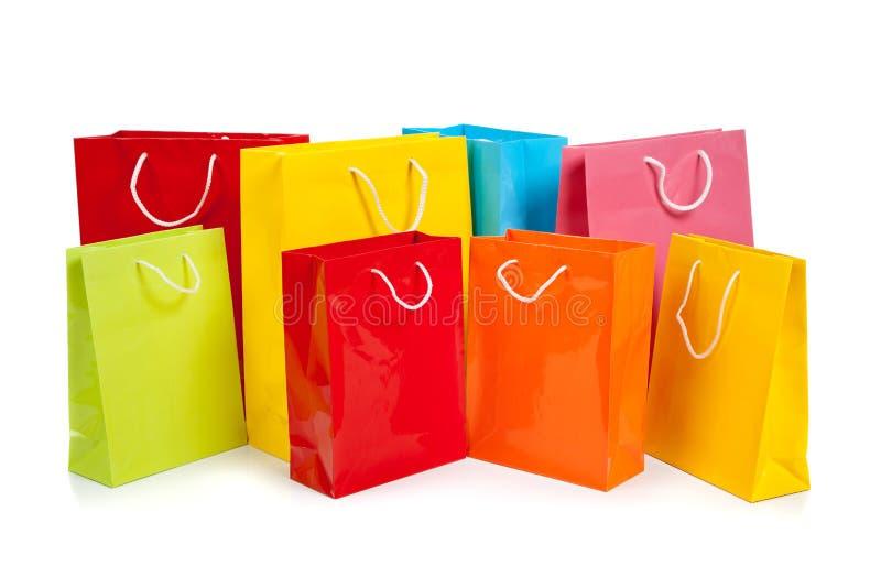 Bolsos de compras coloreados clasificados en blanco imágenes de archivo libres de regalías
