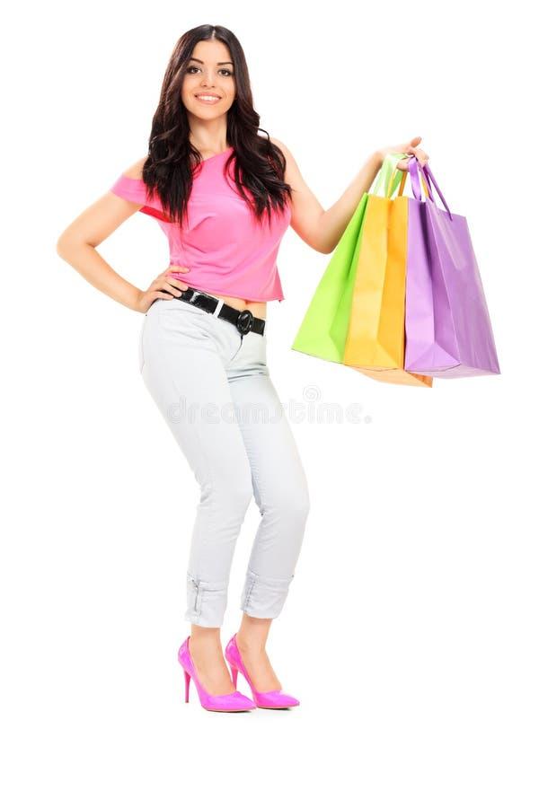 Bolsos de compras femeninos jovenes de la explotación agrícola foto de archivo