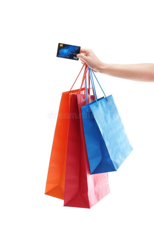 Bolsos de compras de la explotación agrícola de la mujer y de la tarjeta de crédito imagen de archivo libre de regalías