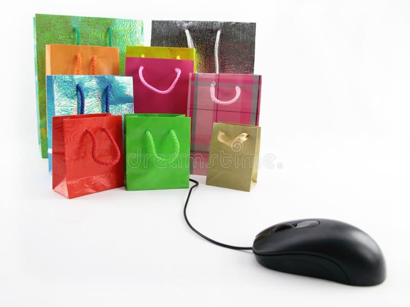 Bolsos del ratón y de compras del ordenador imagen de archivo