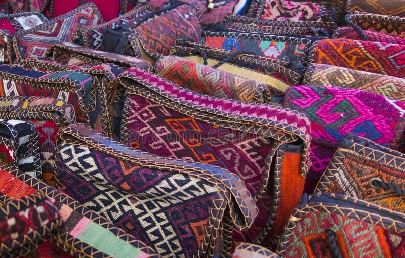 Bolsos, sombrero, cajas hechas de telas tradicionales del PA armenio foto de archivo libre de regalías