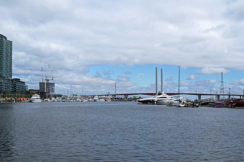 Bolte-Brücke von den Melbourne-Docklands in Melbourne, Victoria lizenzfreie stockfotografie