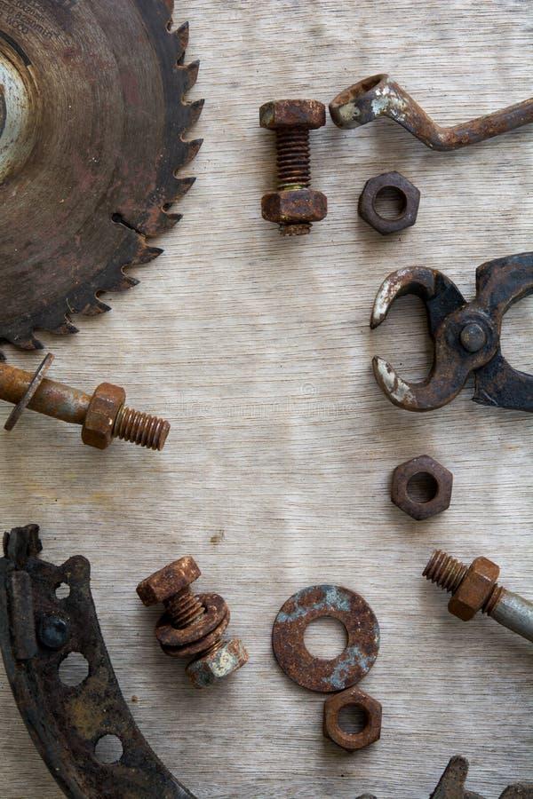 bolton spikar bolton kuggar Bästa utrustning för trä, mekanikerarbete och byggnation Reparera arbete royaltyfria bilder