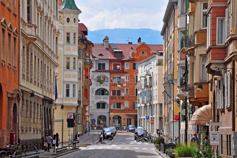 Bolzano gata, Italien arkivfoto