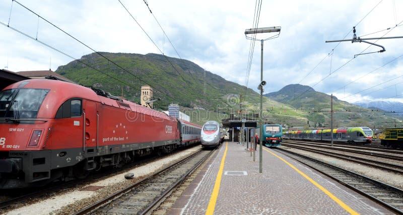 Bolzano järnvägstation royaltyfri foto
