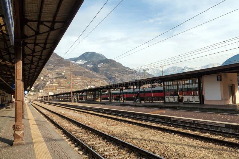 Download Bolzano stacja kolejowa zdjęcie stock. Obraz złożonej z wyraża - 28951558