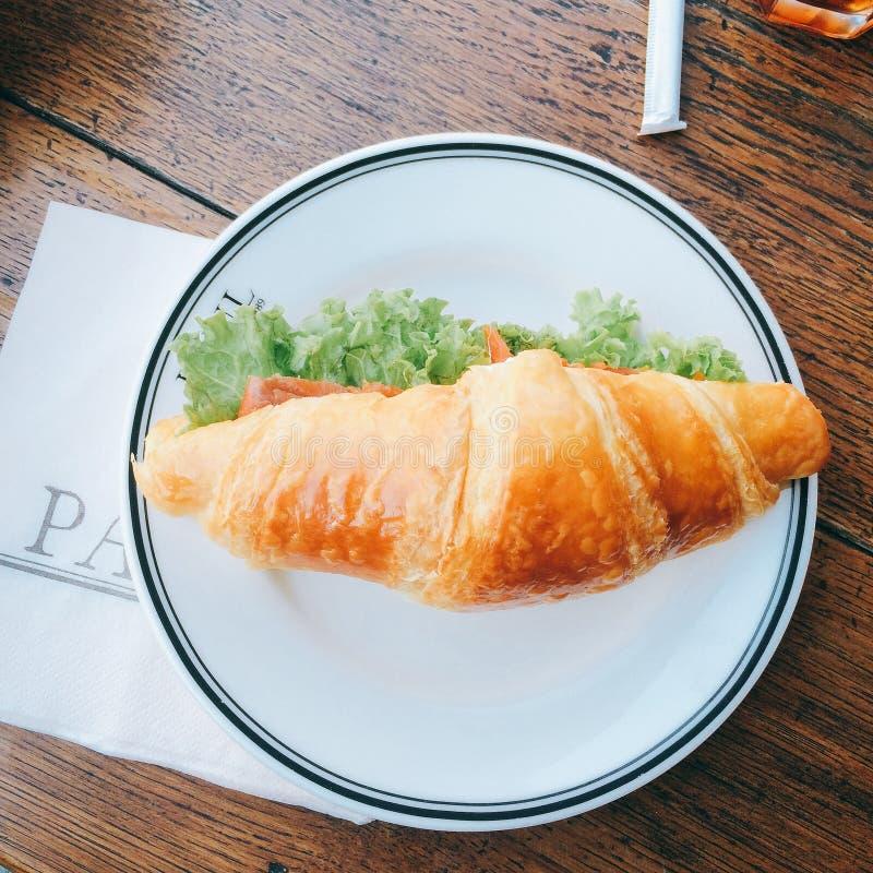 Bom croissant do alimento fotos de stock royalty free