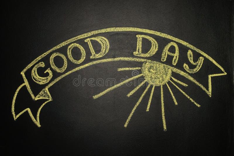 Bom dia com a bandeira da fita, escrita com giz em um quadro-negro fotos de stock