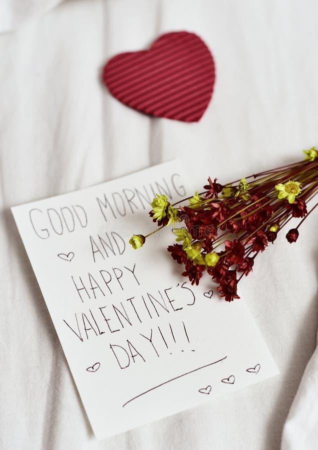 Bom dia do texto e dia de Valentim feliz fotografia de stock royalty free