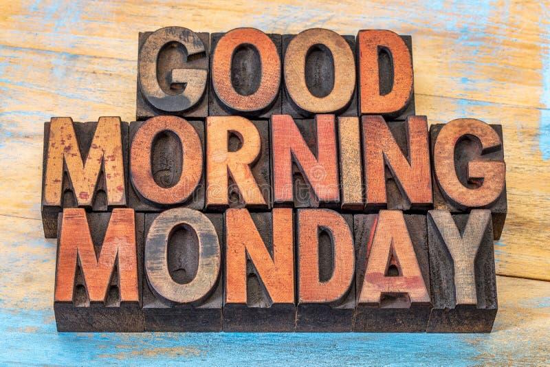 Bom dia segunda-feira no tipo de madeira fotografia de stock royalty free