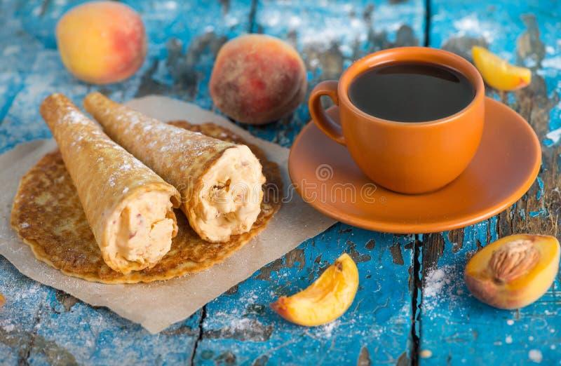 Bom dia! Tenha um dia agradável! Uma xícara de café foto de stock
