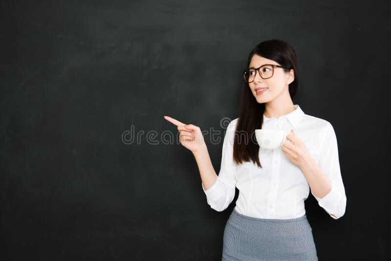 Bom professor que pode ajudar crianças a se tornar fisicamente, emocionalmente, fotografia de stock