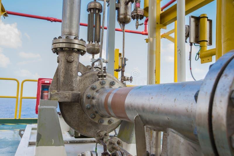 Bomba centrífuga en el petróleo y gas que procesa la plataforma fotografía de archivo libre de regalías