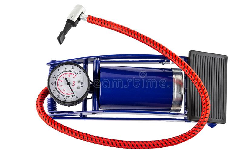 Bomba de bicicleta do pé com o calibre de pressão isolado no branco Vista superior foto de stock royalty free