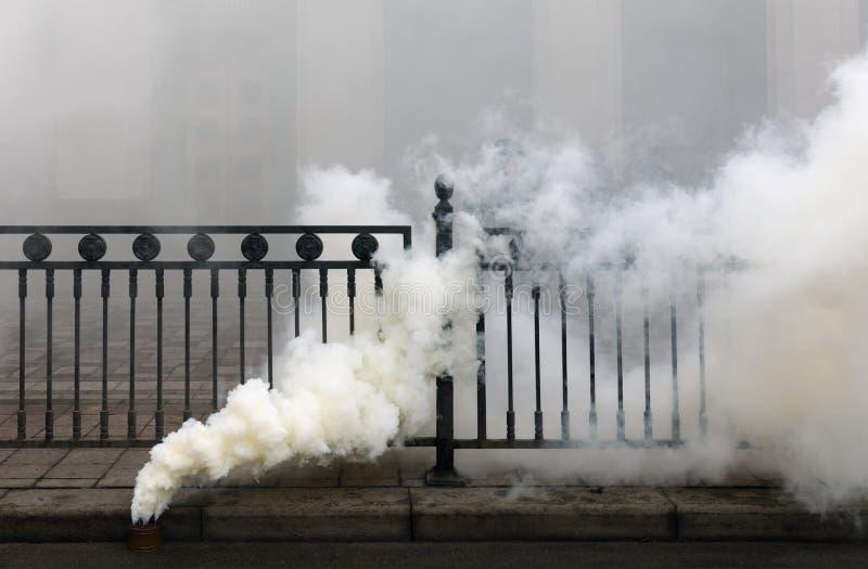 Bomba de fumo Fuming imagem de stock