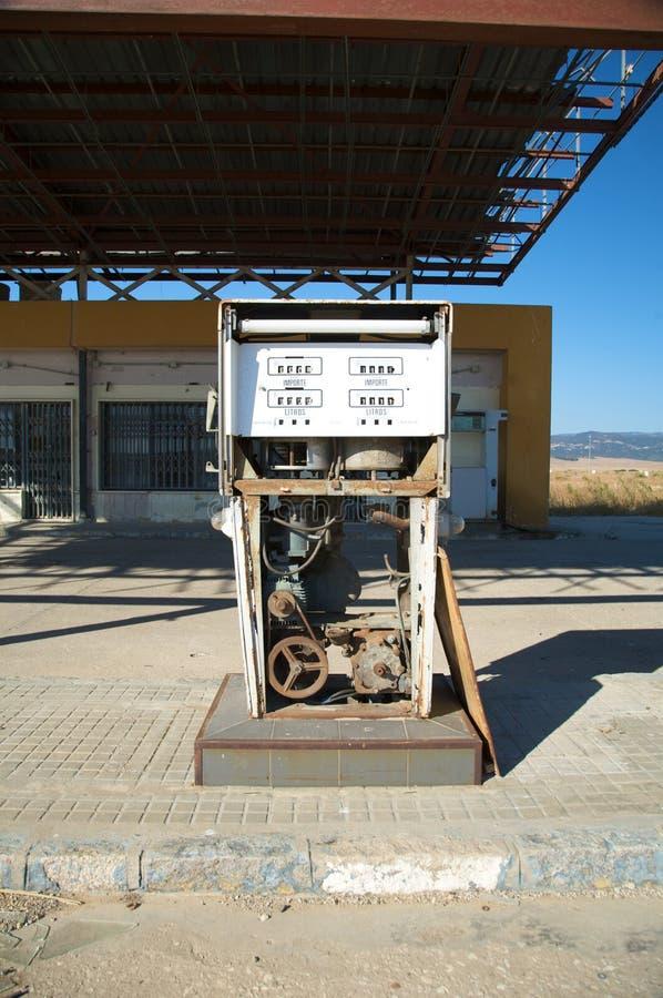 Bomba de gas vieja imágenes de archivo libres de regalías