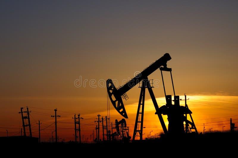 Bomba de petróleo imagem de stock royalty free