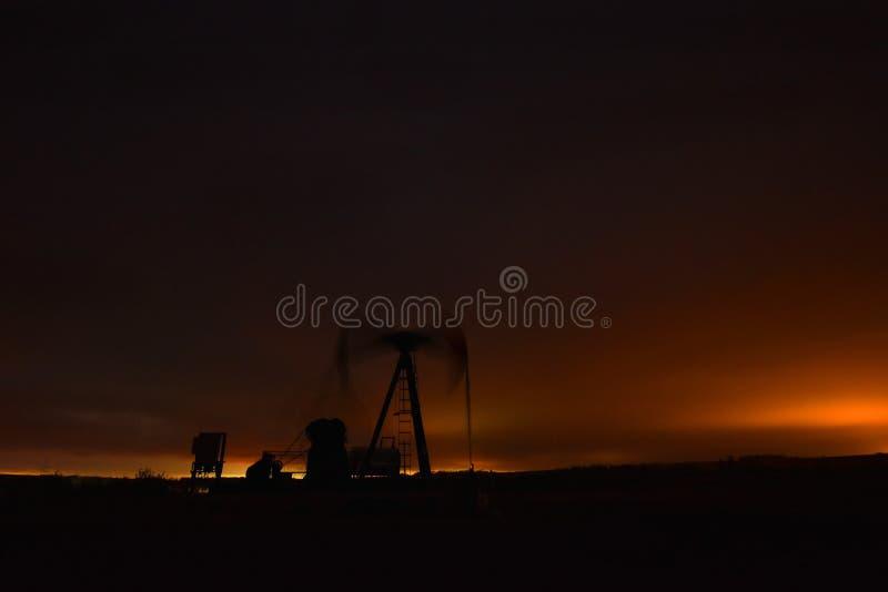 Bomba de trabajo Jack del pozo de petróleo foto de archivo