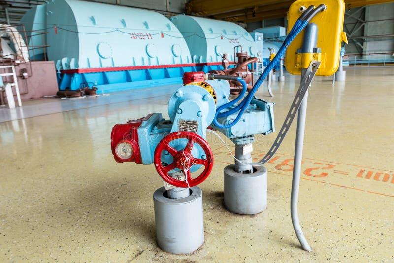 Bomba eléctrica en la sala de máquinas para las turbinas de vapor de la central nuclear de Kursk imágenes de archivo libres de regalías