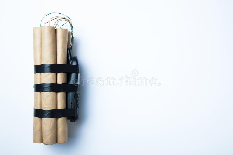 Bomba perigosa no fundo branco, espaço vazio para o texto fotografia de stock