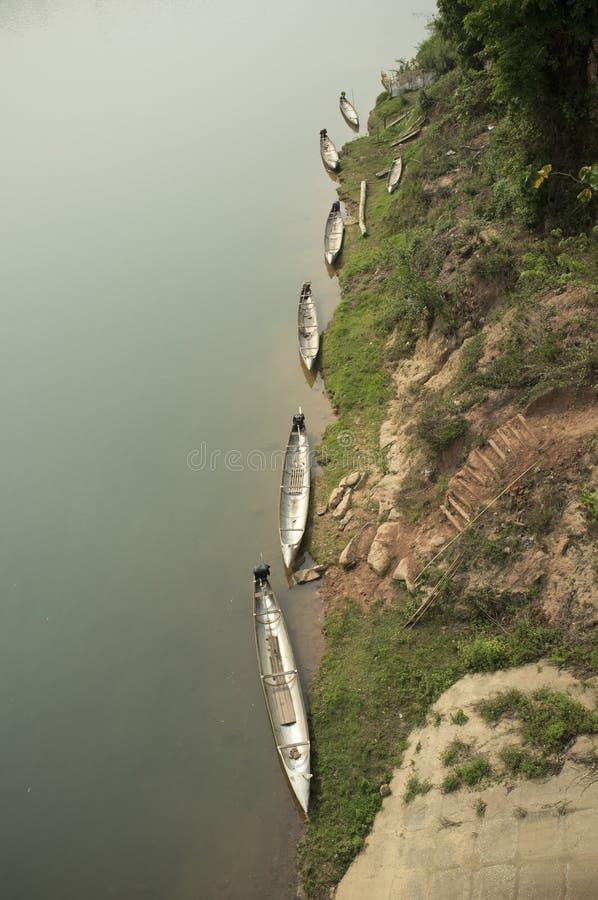 Bombarde des bateaux au Laos image stock