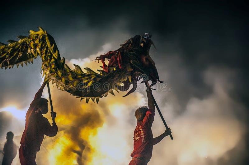 Bombardeando o dragão 2015 fotografia de stock