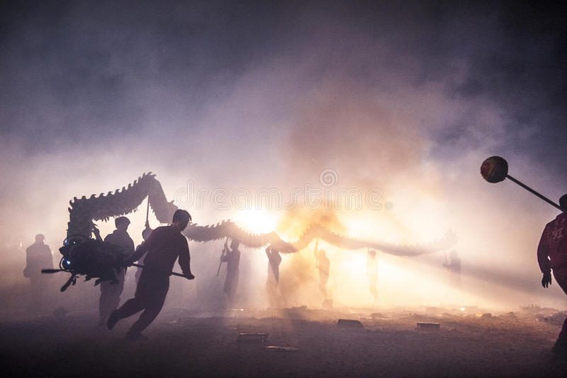 Bombardeando o dragão 2015 imagem de stock