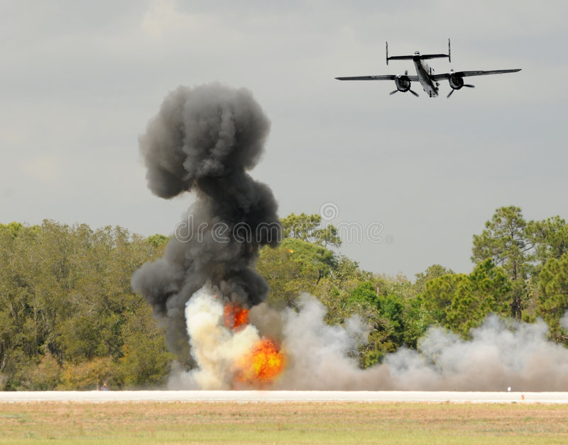 Bombardeio aéreo foto de stock