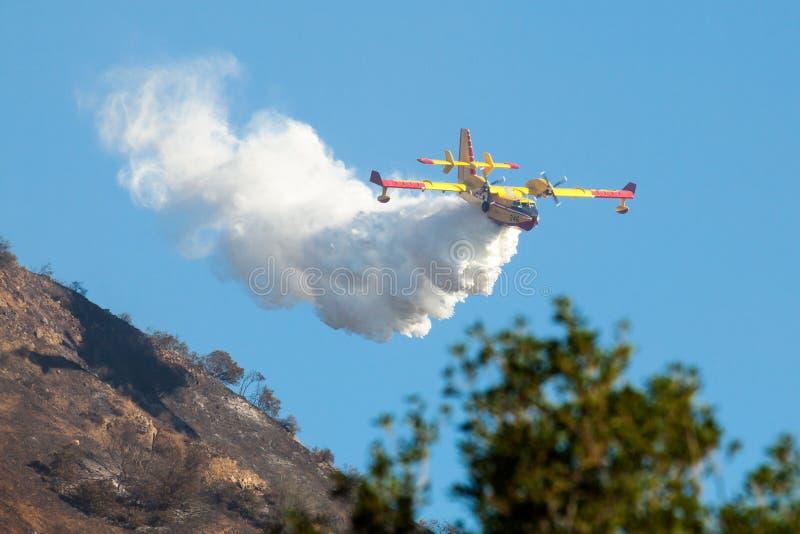Bombardeiro CL-415 Scooper super 246 aviões de combate ao fogo fotografia de stock royalty free