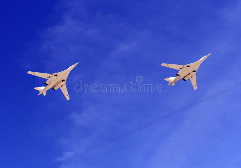 Bombardeiros estratégicos supersônicos da cisne de longo alcance do branco da aviação Tu-160 imagem de stock